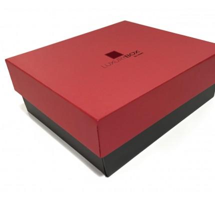 Caja forrada con tapa roja