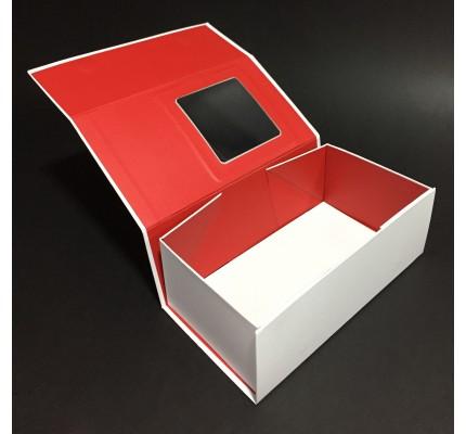 Caja forrada con ventana abierta